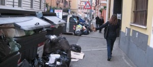 IMMONDIZIA A VIA TEVERE